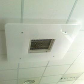 Coppia di deflettori da soffitto su misura in plexiglass bianco