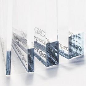 Lastra in plexiglass trasparente bordo lucido e fori