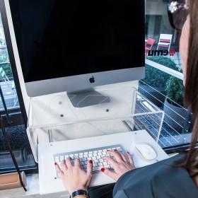 """Consolle salvaspazio per iMac 27""""scrittoio sospeso in plexiglass trasparente"""