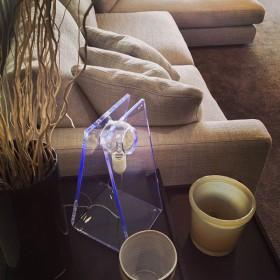 Lampada da tavolo Soft elegante e minimal in plexiglass