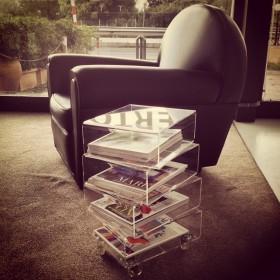 Tavolino portariviste plexiglass