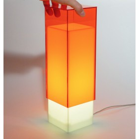 Lampara de escritorio naranja o mesita de noche de metacrilato