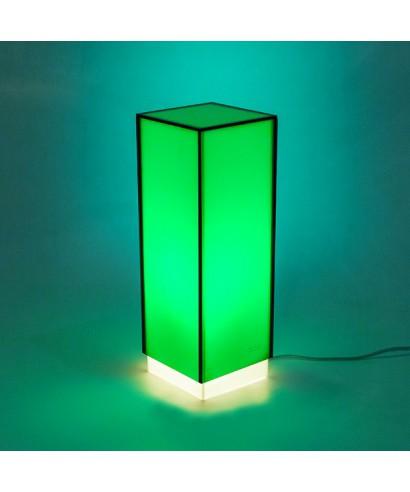 Lampara de escritorio verde o mesita de noche de metacrilato coloreado