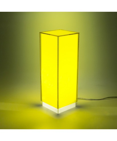 Lampara de escritorio amarillo o mesita de noche de metacrilato coloreado