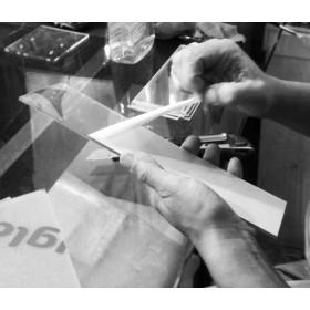 Vetrina Su Misura cm 80x9h200 in plexiglass trasparente con ante